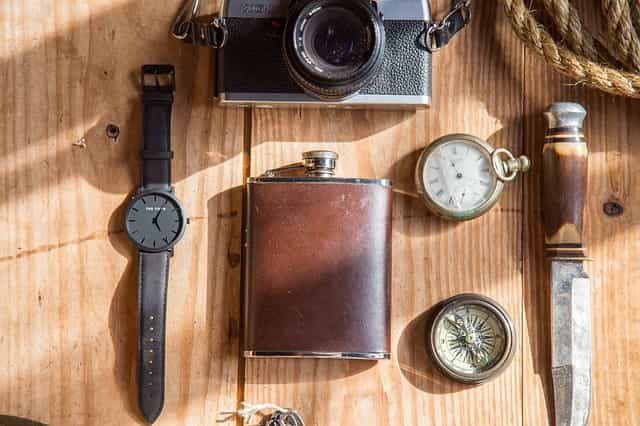 Wristwatch vs Pocket Watch: Differences, Similarities & Everything Else
